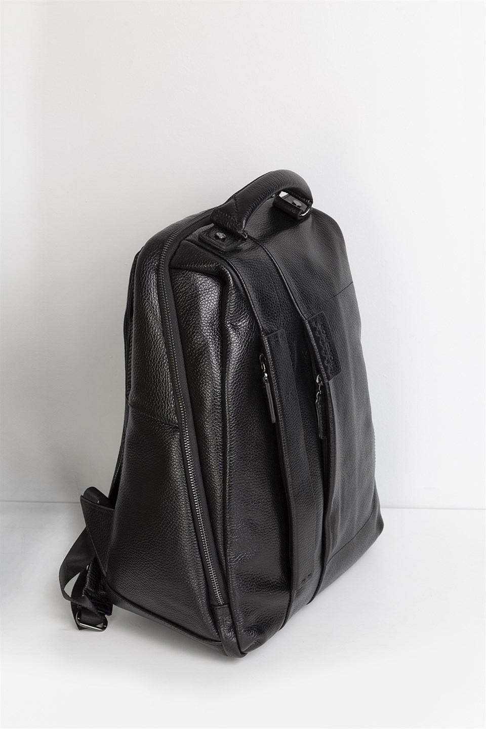 3701c7dd7ceb7 Black Leather Mens Backpack – Patmo Technologies Limited