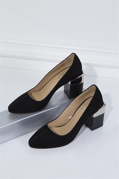 Mara Womens Pump Black Suede